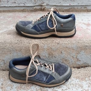 Taos Joyce Suede/Leather Sneakers size 9